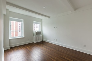 NO FEE! BEAUTIFULLY RENOVATED HIGH FLOOR APARTMENT FACING SOUTH WITH STUNNING VIEWS.